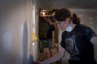 ekipa remontowa wykańcza dom we Wrocławiu