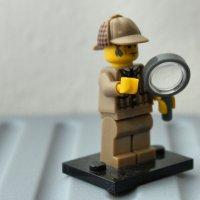 detektyw z lupą